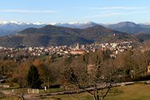 La ciudad de Olot y el Pirineo oriental.