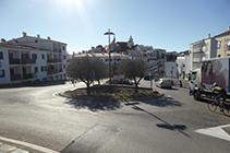 Rotonda en la entrada de Cadaqués.