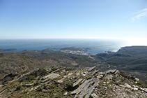 Vistas de la bahía de Cadaqués desde la Montaña Negra.