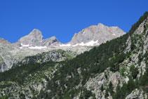 El pico de las Argualas y el Garmo Negro.