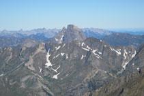 Silueta inconfundible del Midi d´Ossau, montaña de origen volcánico.