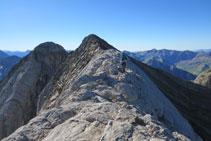 Avanzando por la cresta que une el Infierno Occidental y el Central.