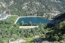 Balneario de Panticosa y su lago artificial.