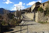 Calles empedradas en el pequeño núcleo del Serrat.