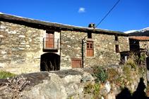 Casa en el pueblo del Serrat.
