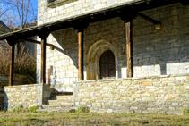Pórtico de la iglesia de Sant Sadurní de Fustanyà.