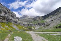 Circo de Soaso y contrafuertes del Monte Perdido (3.348m).