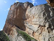 Podemos observar los pliegues y cabalgamientos de la pared de Aragón.