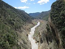 Saliendo del desfiladero, seguimos el curso del río Noguera Ribagorzana.