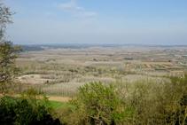 La llanura del Baix Ter desde los Sants Metges.
