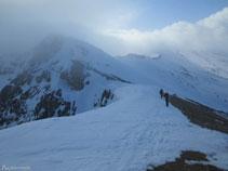 Nosotros flanqueamos hacia la izquierda para subir al pico de Cambre d´Aze.