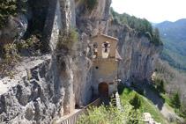 Capilla de la Virgen vista desde el segundo tramo de escaleras.