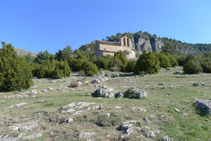 Meseta de Sant Pere e iglesia de Sant Pere de Montgrony.