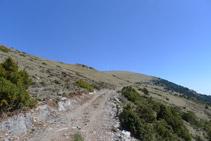 Flanqueamos la montaña hacia la derecha.