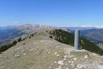 Cresta de la sierra de Montgrony y extremo oriental del Cadí desde la cima.