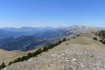 Vistas hacia el valle de Ribes, sierra Cavallera y el Taga.