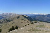 El tramo de descenso por la cresta de la sierra del Montgrony es espectacular.