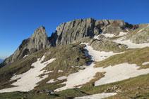 Mirada al S, cresta de Forcau (Forcau Baixo y Forcau Alto).