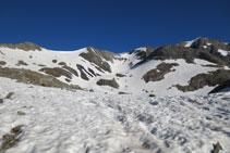 Inicio de la cresta de Espadas: pico Pavots, collado de Pavots y pico Espadas.