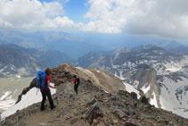 Iniciamos el descenso de la cima del Posets.