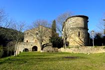 Santa Cecília de Sadernes y la rectoría.