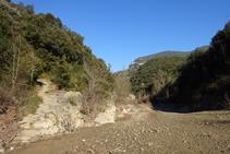 Río Llierca y camino al collado de Jou.