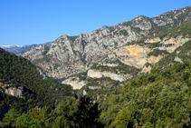 Vertiente S de la cresta del Ferran y desfiladero de Escales.