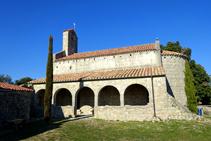 Porche de la iglesia de Santa Bàrbara.