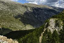 La vertiente sur de la sierra del Cadí, mucho menos abrupta que la norte.