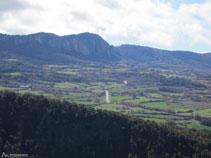 El Roc de Benavent y el puerto de Comiols.