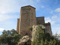 Hay que bordear el castillo por la derecha.