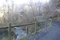 Cruzamos el Pamano por el puente de Rions.