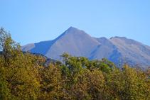 Vistas de la cima piramidal del Monteixo.