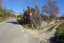 Antes de llegar al cementerio, giramos hacia la derecha por una pista.