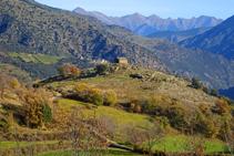 Ermita de Sant Josep d´Olp, en lo alto de una colina.