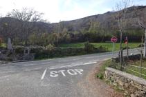 Salimos de Sorre y giramos a la derecha, por la carretera LV-5223.