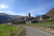 Llegando a Llessuí, podemos distinguir el campanario de Sant Pere.