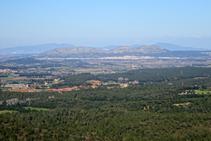 Vistas al macizo del Montgrí y la llanura ampurdanesa.
