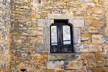 Detalle de una ventana en el pueblo de Fonteta.