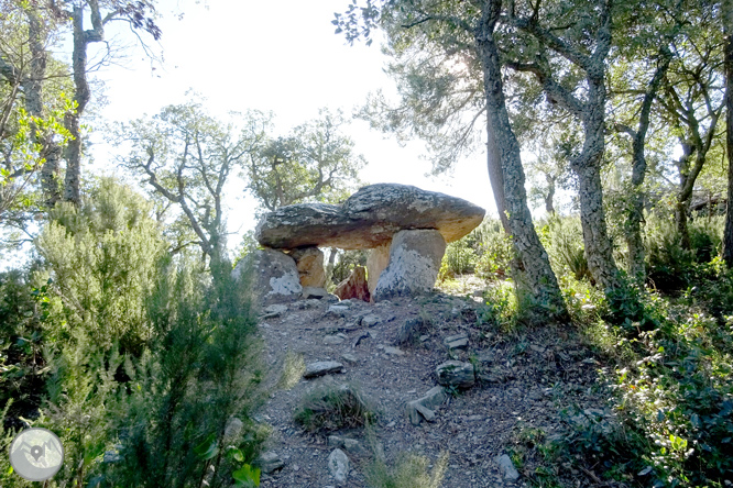 Iglesia y dólmenes de Fitor desde Fonteta 1