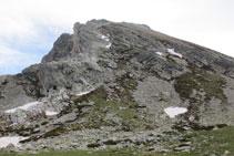 Vista de toda la cresta del Gra de Fajol, desde su base hasta la cima.