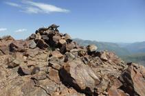 Cima esquistosa del pico Negre de Envalira.