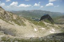 El collado de los Isards y el pico de las Abelletes desde el puerto de Fontnegra.