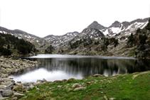 El lago de Bacivers de Baix en verano.