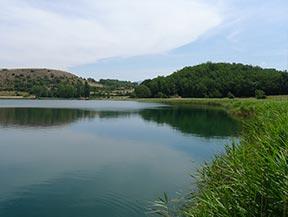 Estany de Montcort�s desde Senterada