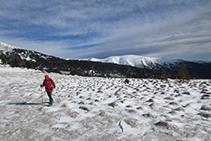 Al fondo, detrás nuestro, la Carbassa (2.735m), pico situado al otro lado (E) del valle de la Llosa.