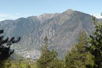 Panorámica hacia Andorra la Vella y el Solà de Andorra.
