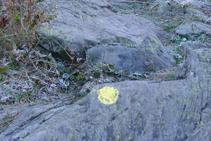 Señalización de pintura amarilla.
