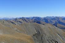 Las montañas del valle de Ransol desde el pico del Estanyó.