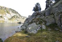 En alguna ocasión hemos de superar algún pequeño tramo rocoso.